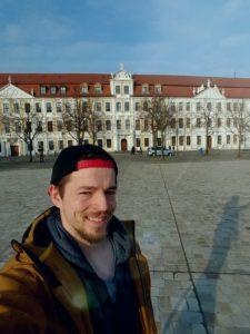 Florian Uschner, JusoHSG-Mitglied vor dem Magdeburger Landtag